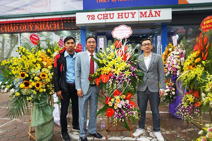 Đối tác Hải Linh tặng hoa chúc mừng khai trương